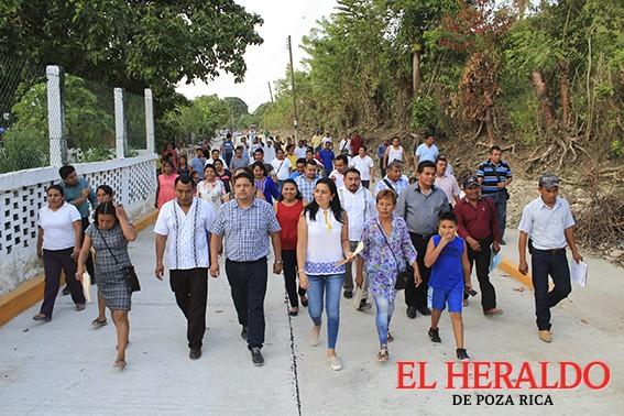 Inaugura Mariano Romero pavimentación en Mozutla