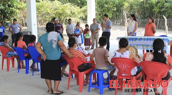 Alcalde atiende demandas de habitantes de Taracuán