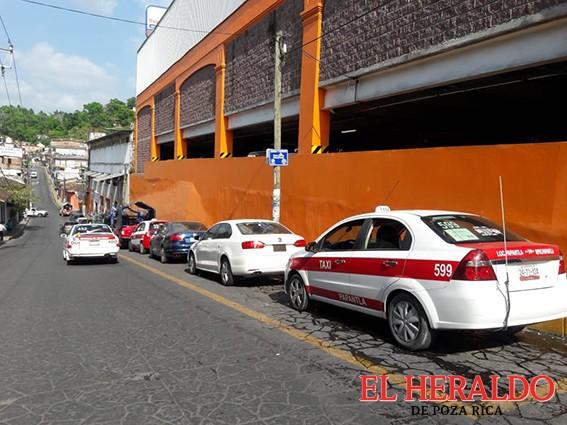 Saturan el centro de Taxis