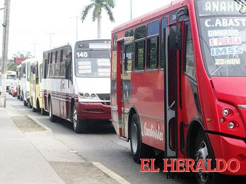 Quiebran líneas de autobuses