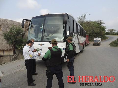 """Transporte Público aplica operativo """"sorpresa""""en Coyutla"""
