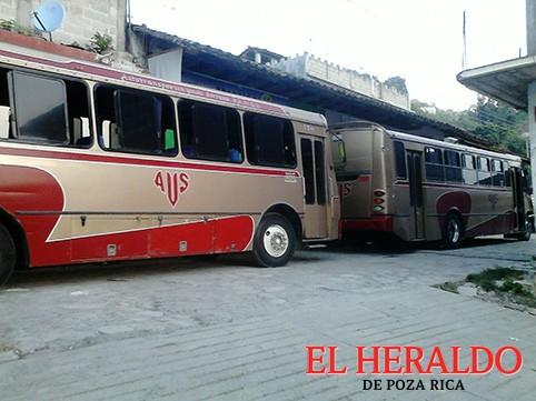 Alguien sembró autobuses en casa del candidato del PAN-PRD: JHD