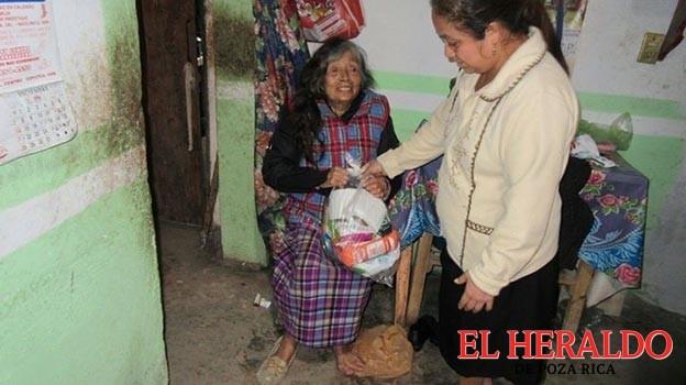 Reciben familias despensas del DIF de Mecatlán