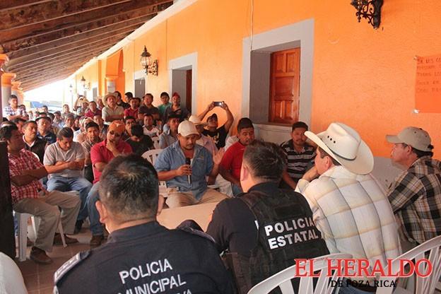 Impone Policía Ministerial cuota a carpinteros, quejas