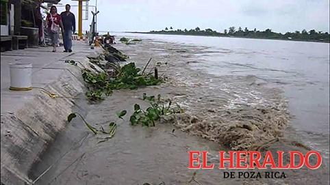 Desciende nivel del río