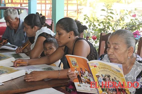 Persiste analfabetismo en Tihuatlán