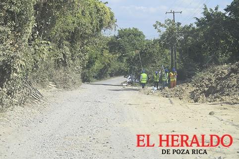 Pemex confirma once Km de camino