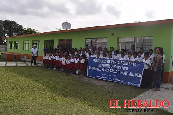 En comunidades impulsan la educación