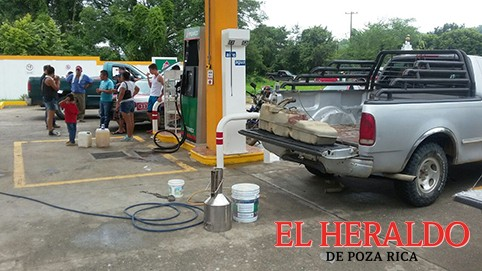 Despachan gasolina mezclada con agua