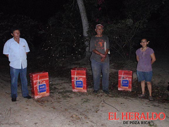 Apoyan a comunidades con bombas aspersoras
