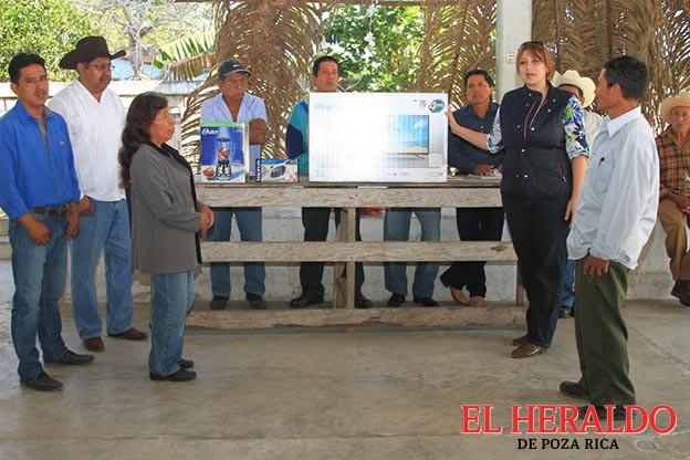 Miyuli Ortega, continúa apoyando a comunidades