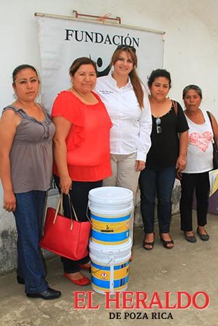 Dan apoyo a los más necesitados