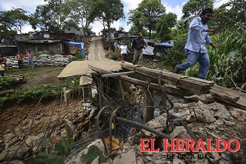 Reconocen asentamientos humanos en zonas de riesgo