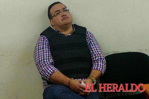 Niegan colchón, lámpara y ventilador a Duarte