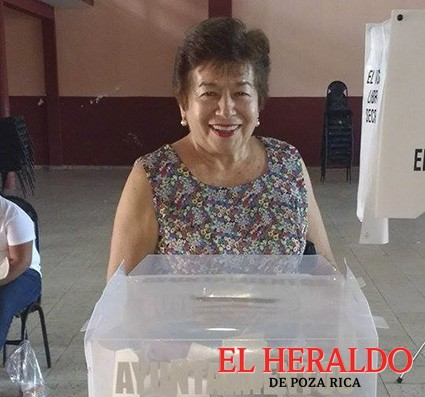 Acude Alcaldesa a emitir su voto