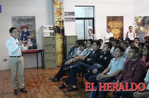 """Imparten plática """"Beyond Experiences"""""""