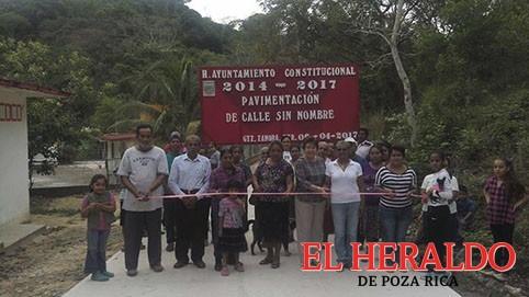 """Inaugura alcaldesa calle en """"El Coco"""""""