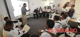 Instruyen a oficiales de Tránsito en atención y cultura turística