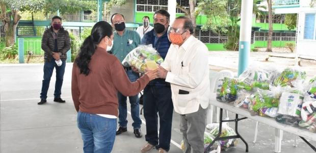 Supervisa alcalde entrega de becas