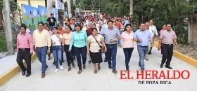 Entregan pavimento en Reforma Escolín