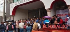 Maestros toman oficinas de la delegación regional de la SEV Poza Rica