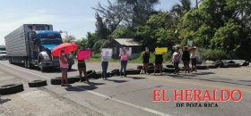 Bloquean carreterafederal en Tecolutla